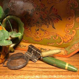 VTG mid century green, knife sharpener & strainer